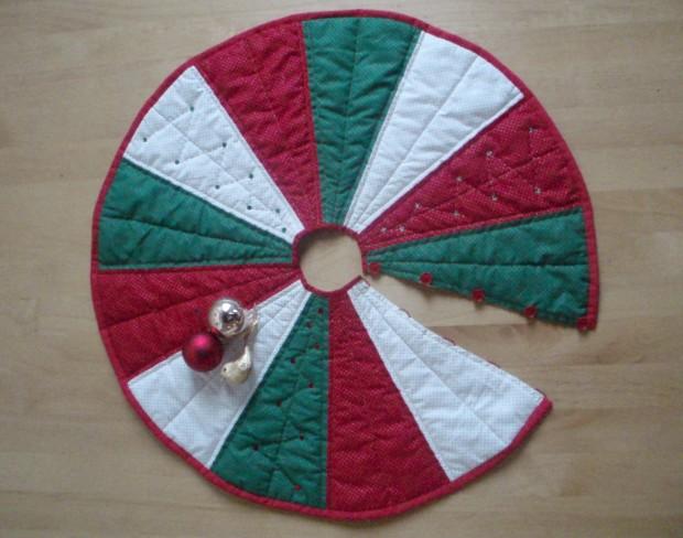 Christmas Tree Skirt by Amanda Jane Textiles