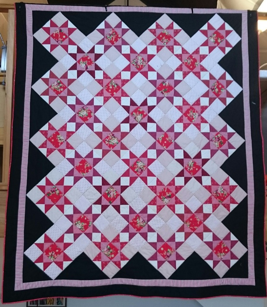 winter-roses-quilt, designed and made by Amanda Ogden