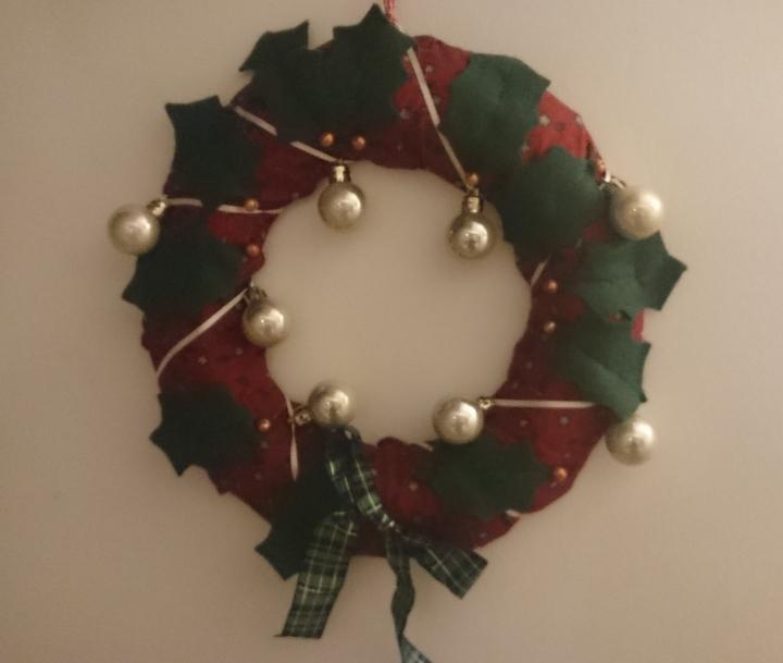 Christmas wreath pattern by Amanda Jane Ogden   on Etsy