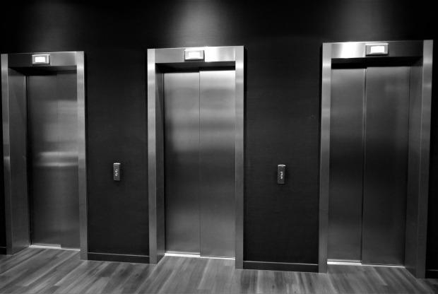 elevator-2540026_1920