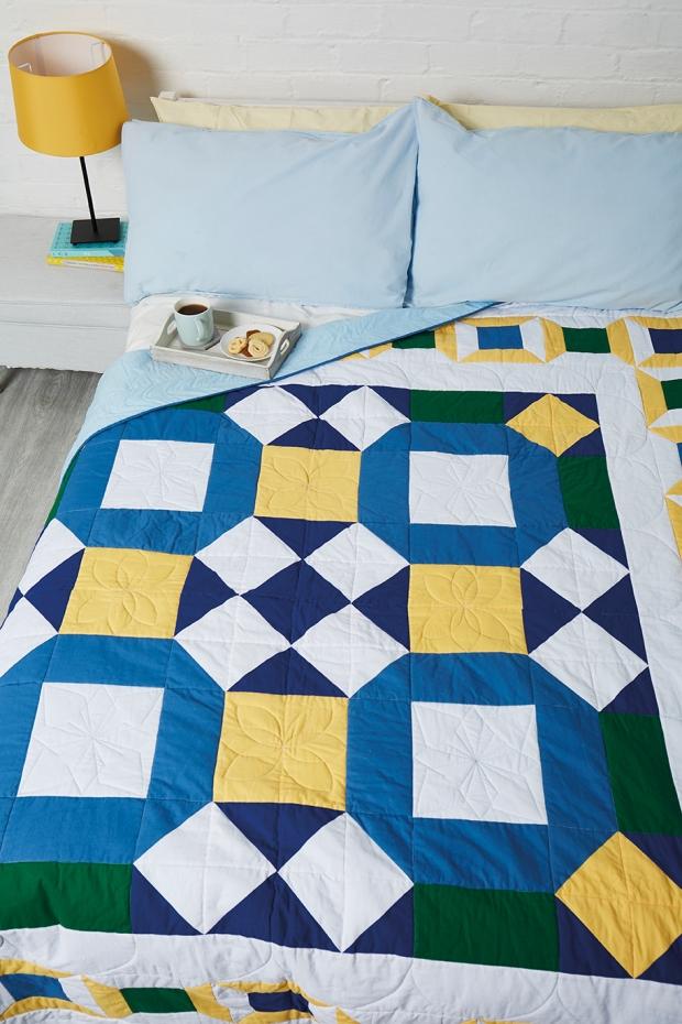 Cornflower-blue-quilt-by-Amanda-Jane-Ogden-1.jpg